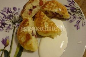 Virtų bulvių blynukai su spanguolėmis