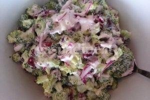 Brokolio salotos