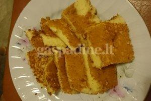 Pyragas su baltu šokoladu