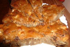 Obuolių pyragas su šokolado gabaliukais