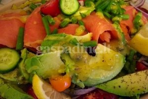 VItaiminų salotos su lašiša