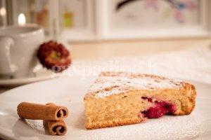 Kefyro pyragas su cinamonu ir vyšniomis