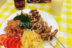 Vištienos kebabas (Tavuk şiş kebap)