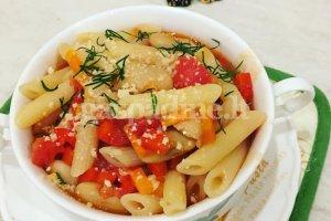 Makaronai su pupelėmis ir pomidorų padažu