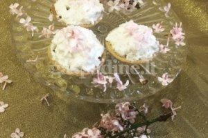 Fėjų pyragaičiai su alyvų žiedų kremu