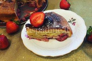 Greitai paruošiamas braškių pyragas