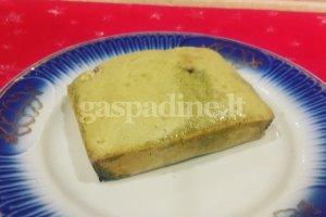 Žaliosios arbatos biskvitas su baltuoju šokoladu