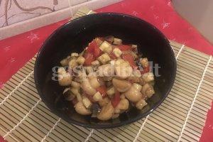 Baklažanų ir pievagrybių salotos