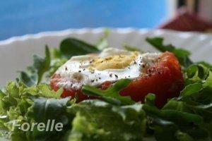 Pomidore keptas kiaušinis