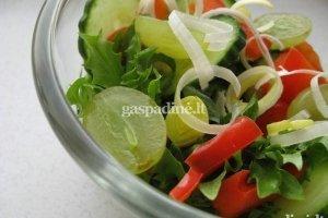 Šviežios salotos su vynuogėmis