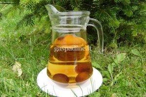 Kmynų ir slyvų sulčių gėrimas