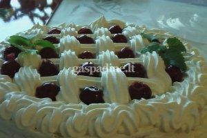 Sluoksniuotas tortas su grietinėle