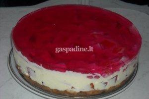 Varškės tortas su želė gabaliukais