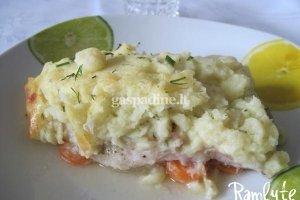 Apkepas su žuvimi ir bulvių koše