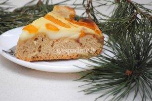 Pyragas su pudingu ir persikais