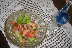 Švelnios salotos su lašiša