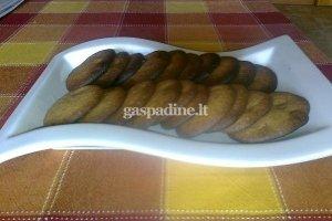 Sausainiai su žemės riešutų sviestu ir pienišku šokoladu