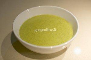 Trinta brokolių sriuba su mėlynuoju sūriu