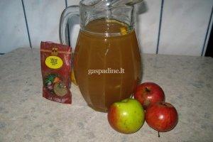Kmynų ir obuolių sulčių gėrimas