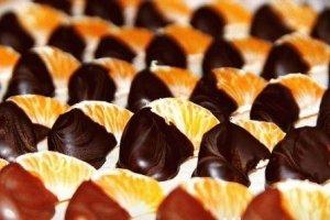 Mandarinų skiltelės šokolade