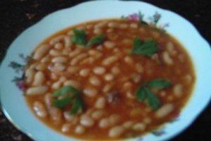 Konservuotos pupelės pomidorų padaže
