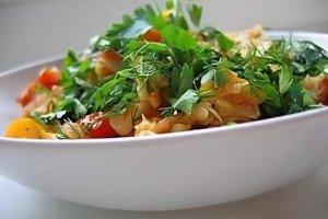 Kopūstų salotos su vaisiais