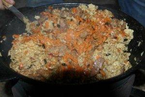 Perlinių kruopų košė su mėsa