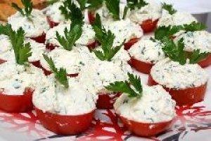 Pomidorų užkanda su varškės įdaru