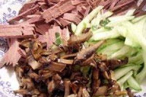 Salotos su kepenėlėmis ir grybais