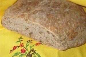 Duona su sūriu ir graikiniais riešutais