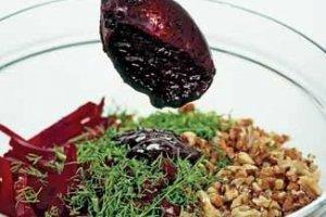 Burokėlių salotos su serbentais