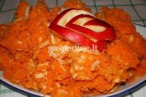 Morkų ir obuolių salotos