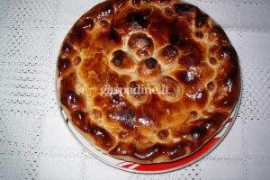 Obuolių ir slyvų pyragas