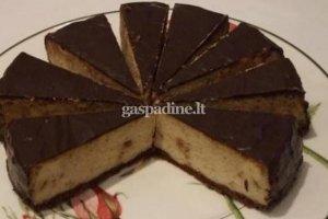 Varškės pyragas su šokoladiniu glajumi