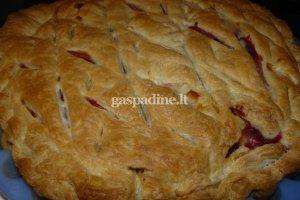 Kriaušių ir bruknių pyragas