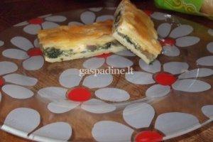 Sluoksniuotos tešlos pyragas su špinatais
