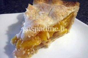 Sluoksniuotos tešlos pyragas su persikais