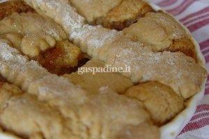 Pyragas su svarainių pasta