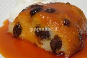 Duonos desertas su karameliniu padažu