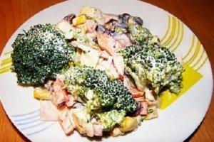 Brokolių salotos su kumpiu