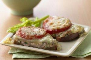 Ruginės duonos sumuštinukai su tunu
