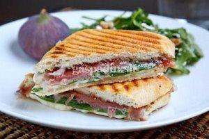 Pikantiškas sumuštinis su kumpiu