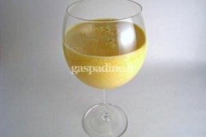 "Pieniškas mangų kokteilis ""Lassi"""