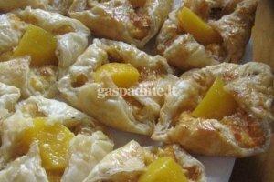 Pyragaičiai su varškės sūriu, persikais ir avižiniais dribsniais