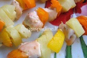 Vištienos, ananaso ir paprikos vėrinukai