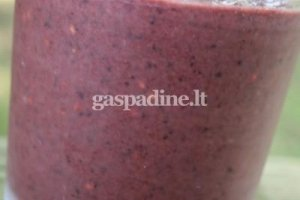 Jogurtinis vaisių kokteilis su špinatais