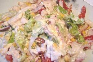 Lašišos salotos su daržovėmis