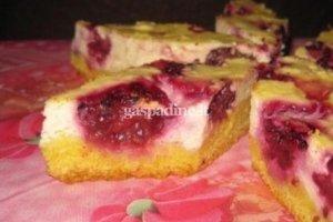 Pyragas su gervuogėmis