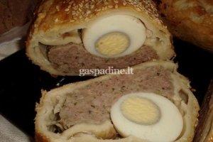 Velykinis vyniotinis su mėsa ir kiaušiniais