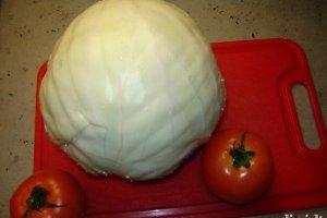 Kopustų, pomidorų salotos